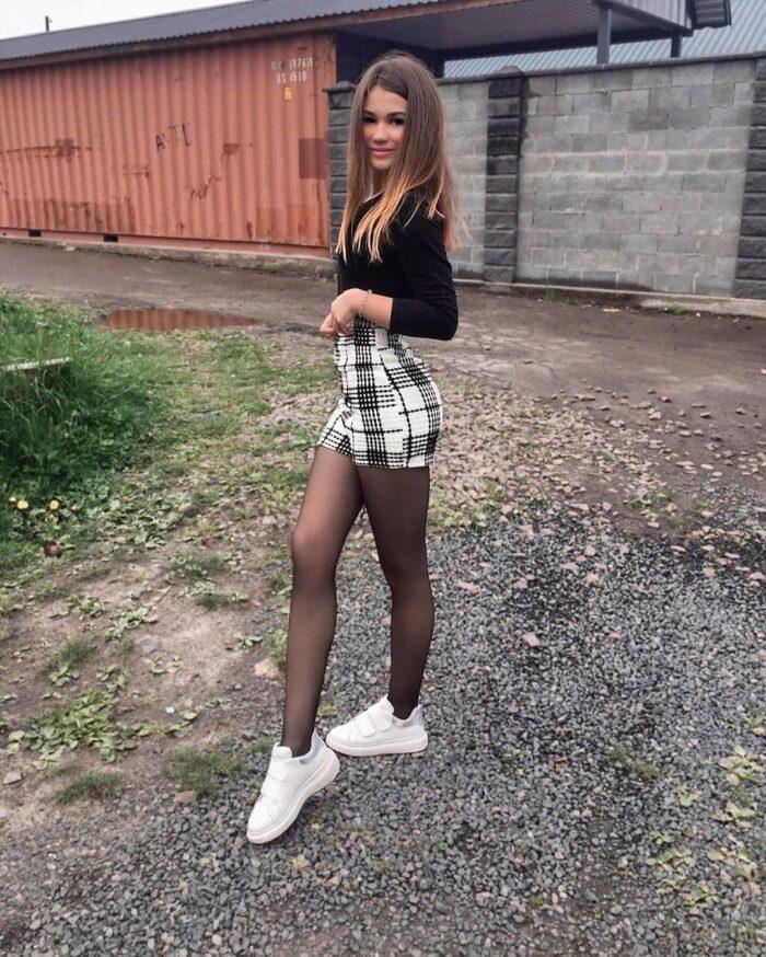 Pretty pantyhose girl